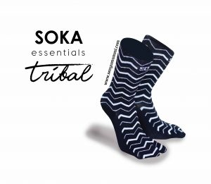 Kaos kaki Soka Essentials Tribal, membawa kesan dinamis